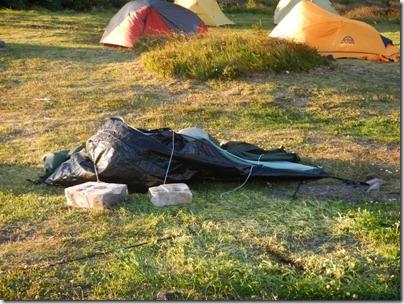 Certaines tentes n'ont pas résisté...