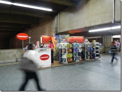 Boutique Havaïanas dans le métro