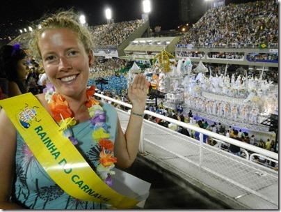 Au Sambodrome - Pas mal l'écharpe de reine du carnaval, non?